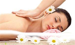 Bỏ túi chai dầu massage body khi đi spa nhé